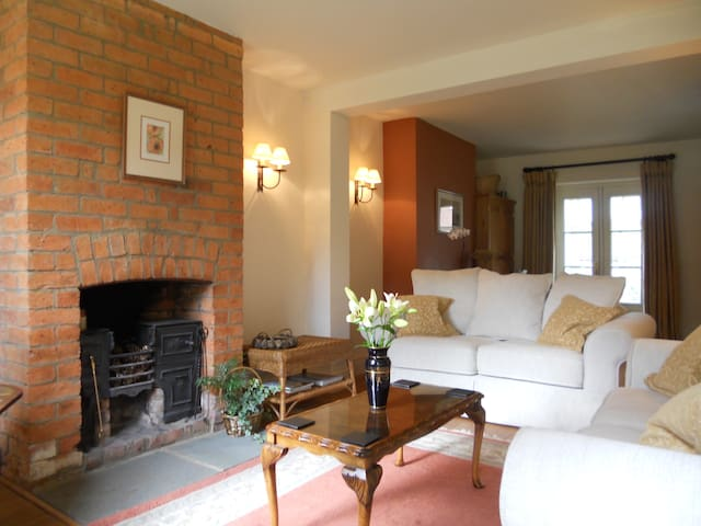 Lavender Cottage, close to Oxford and Stratford. - Farnborough - Casa