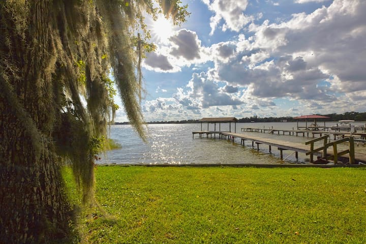 Apt 2 at Florida's Secret Hideaway on Lake Placid!