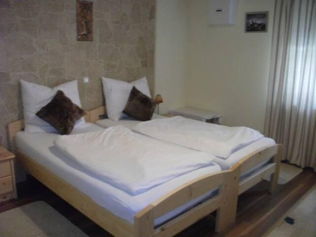 Ferienwohnung Fischer (Dittelbrunn), Ferienwohnung mit drei separaten Schlafzimmern