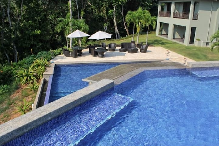2 Bedroom Condo Near Dominical with two level Pool