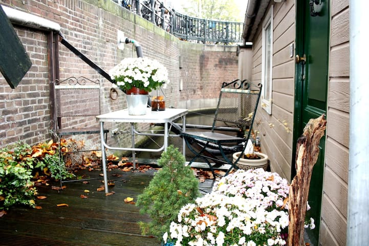 Sunny and comfortable houseboat near centre A'dam