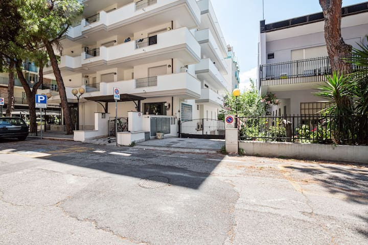 Residence in Marina Centro just 300m. from the beach.