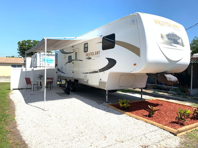 🍍Pet-friendly RV 10 min to BEACH. Lakeview Park🍍
