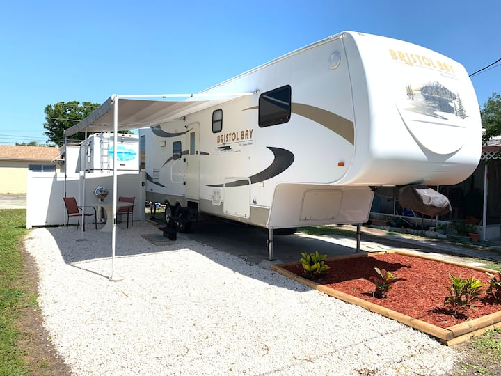 ⛵️Pet-friendly RV 10min to BEACH. Lakeview Park ⛵️