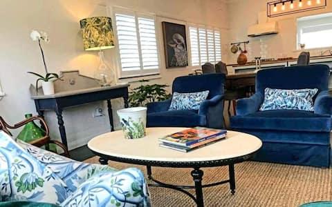 'Tallowwood' Luxurious Whole House