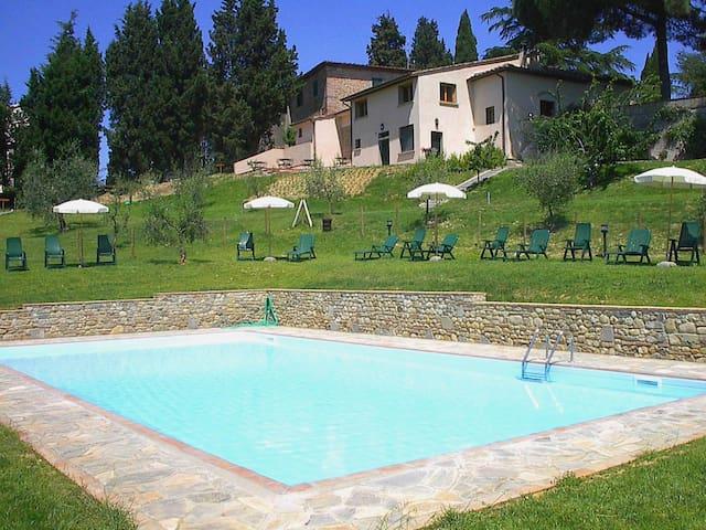 Florentine hillside wine estate. Lodging tetto