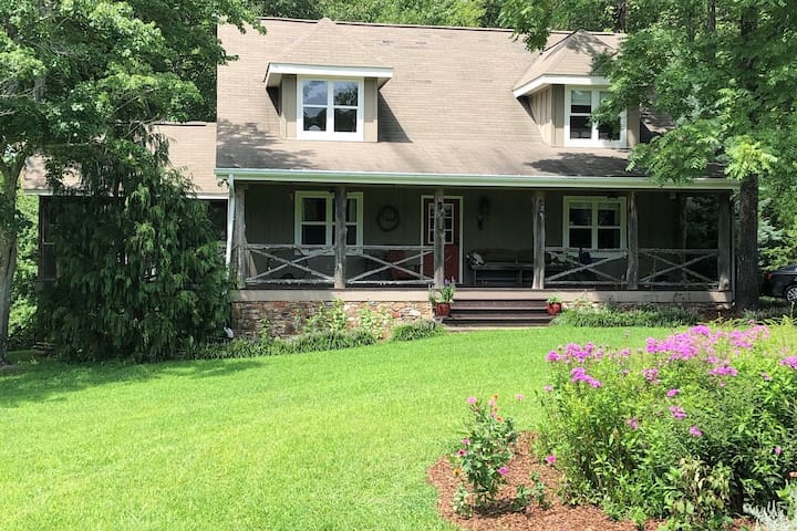 •Quality Cottage on Lookout Mtn, GA, 4 BR, 2B