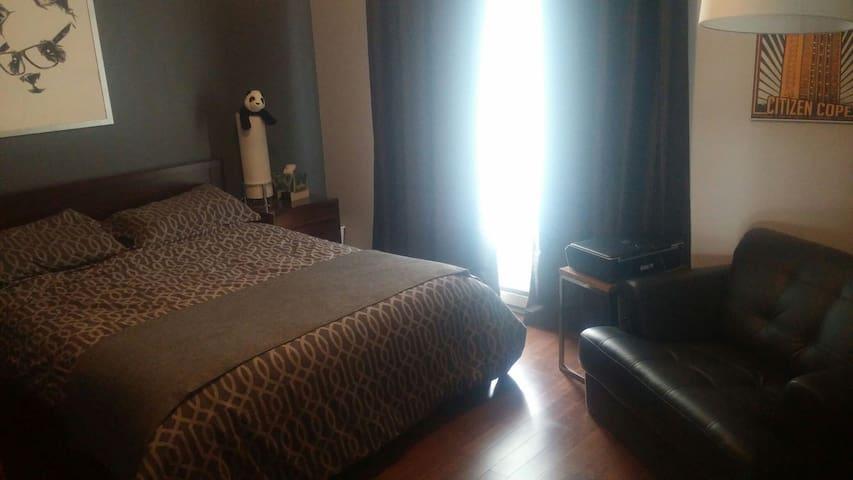 Grande chambre a 20 min de Montréal - Blainville - Bed & Breakfast