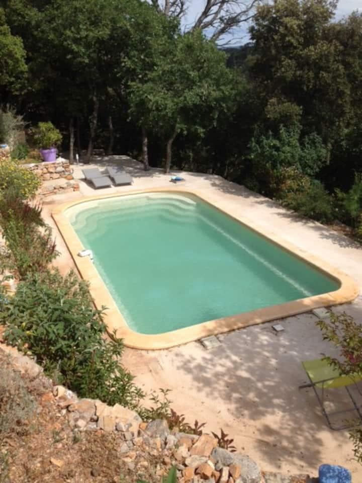 Grande maison avec piscine, vue vignes et collines