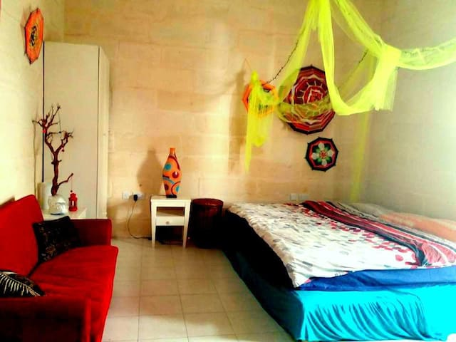 Beautiful Studio bedroom, quiet, clean & central - Santa Venera - ทาวน์เฮาส์