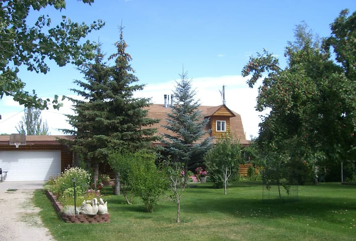 Mama Bear Cabin, Sleeps 16, Walk to the lake