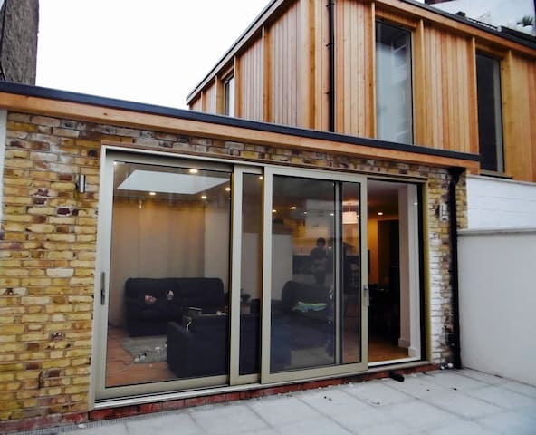 4-bedrooms/3 bathrooms lovely new house - Londres - Casa