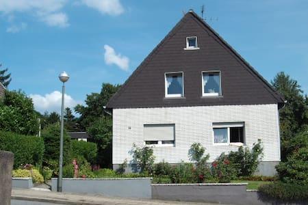 nettes WG-Zimmer, im 1  Fam.-Haus - ゲルゼンキルヘン - 別荘