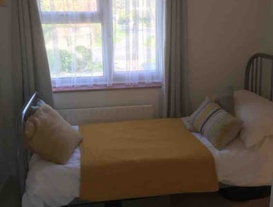 Single room nr Goodwood, Chichester &  South Downs