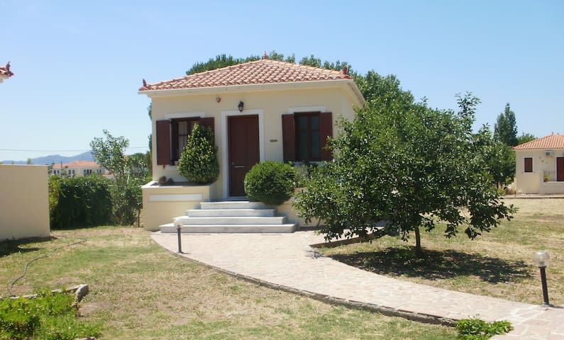 Gaea Gardens Studios and Villas - Πέτρα - Huis