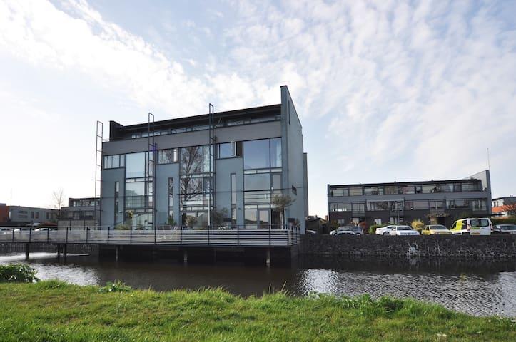 Watervilla, zonnig, riant uitzicht - Den Haag