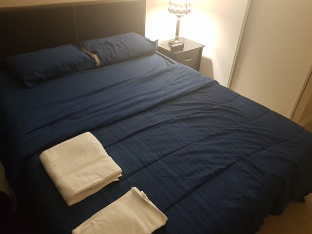 One lovely bedroom (Queen size bed) in 3 bed condo
