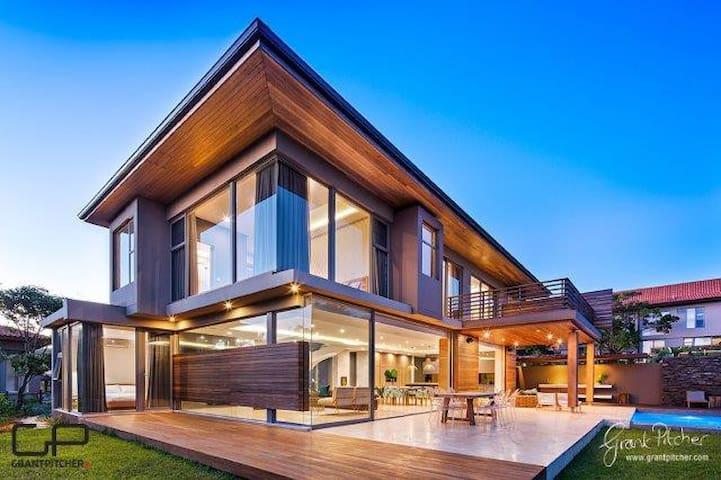 Deluxe 4 Bedroom Villa