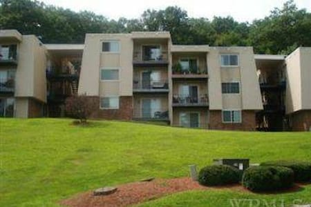 Unfurnished apartment in a condominium building. - Carmel