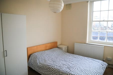 Double bedroom in central London - Londra