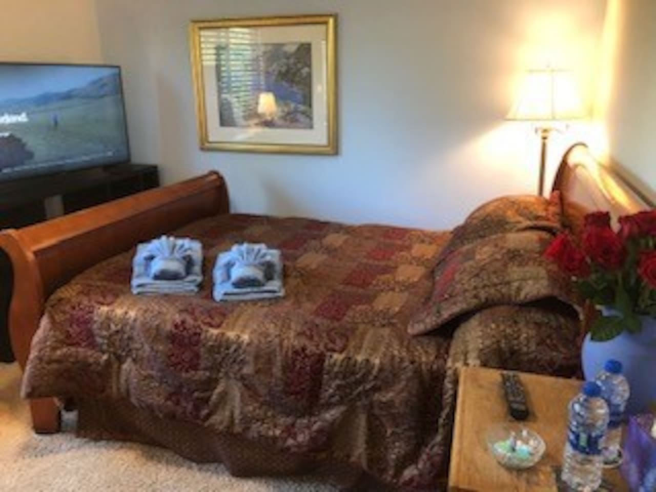 Settle in your queen sleigh bed, watching Netflix on your Smart TV, cooled by ocean breezes! Wake up refreshed to a hot breakfast!