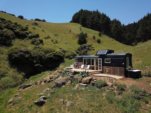 Raglan LoveBus - Romantic escape nestled in nature
