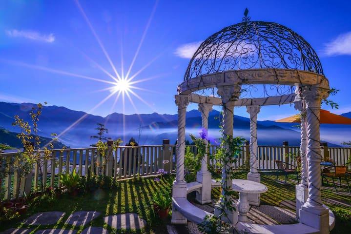 清境民宿-景觀陽台蜜月套房2F,鄰近清境農場,天空步道,主人熱心推薦好吃好玩,陽台賞日出星空