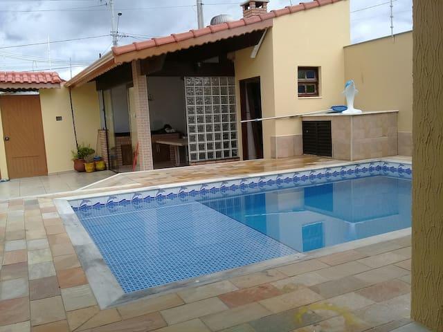 Casa com piscina para temporada na praia