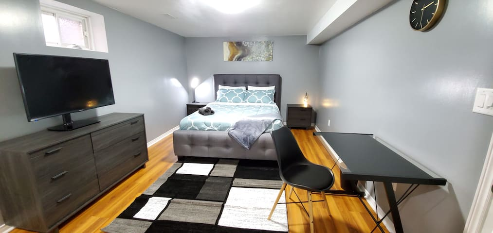 Spacious bedroom With TV, Desk and Large closet