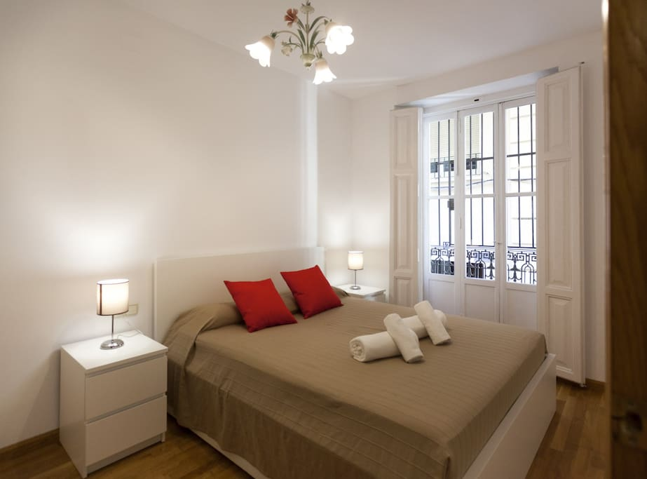 Master bedroom with 1 double bed (160x200 cm)