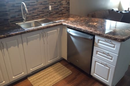Modern 1 Bedroom Open Concept, Quiet Building - Thunder Bay - Huoneisto