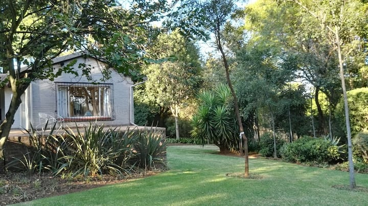 Bryanston Cottage, Stunning Garden, Great View