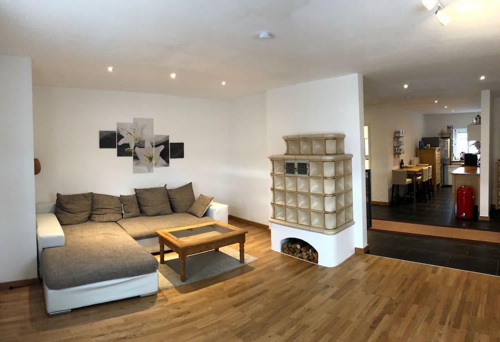 Wohnzimmer mit offene Küche auch das sogenannte Schlafzimmer Nummer 3 mit der Ausziehbaren Schlafcouch