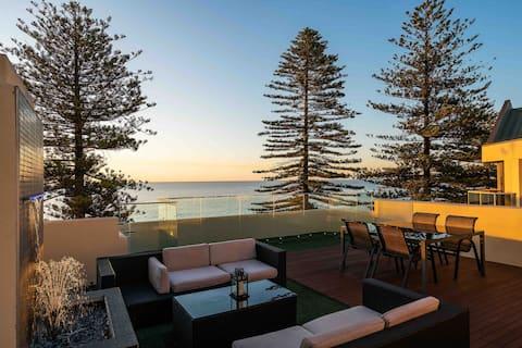 Absolute Beachfront w Rooftop Terrace