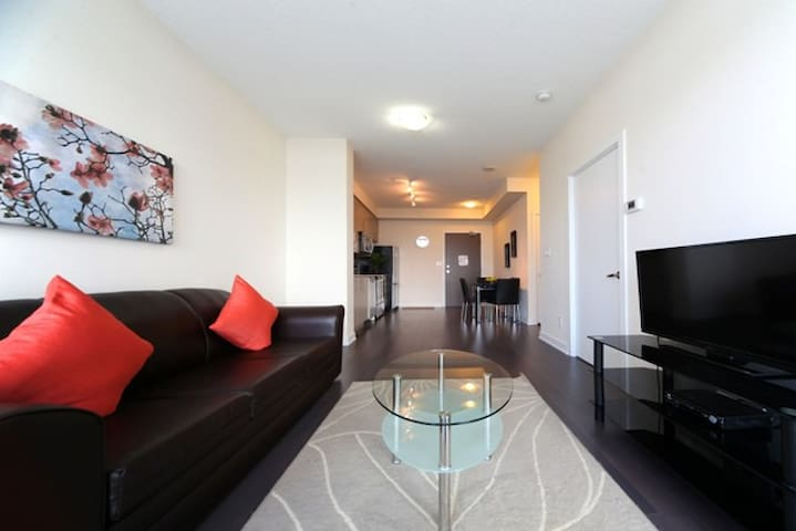 Professionally managed 1BR Condo Square One R14