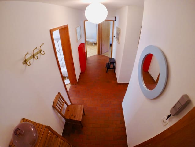 Central 3 bedroom apartment - 2 balconies - WIFI