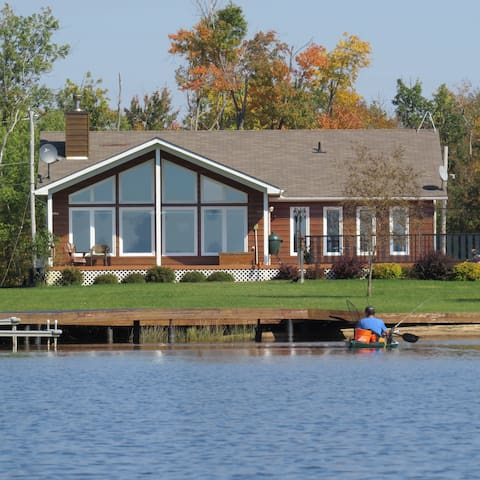 Family fun waterfront home - Callander - Casa