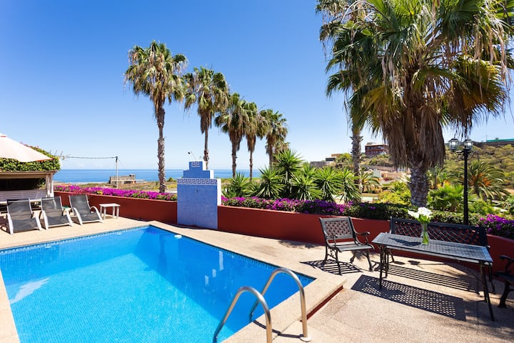 Beautiful Holiday Apartment Las Flores with Sea View, Mountain View, Wi-Fi, Whirlpool, Garden, Terrace & Pool; Parking Available, Pets Allowed