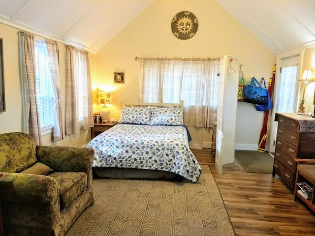 Comfy Suite on Waterview Property in Harpswell!