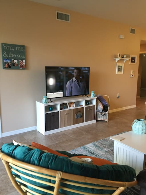 New flat screen tv -DVR, Wifi, Netflix and Full Cable