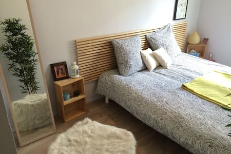 Quiet & cosy flat with balcony near metro station - Sèvres - Wohnung