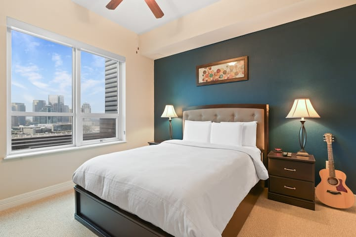 Deluxe 1 BD Near Everything!