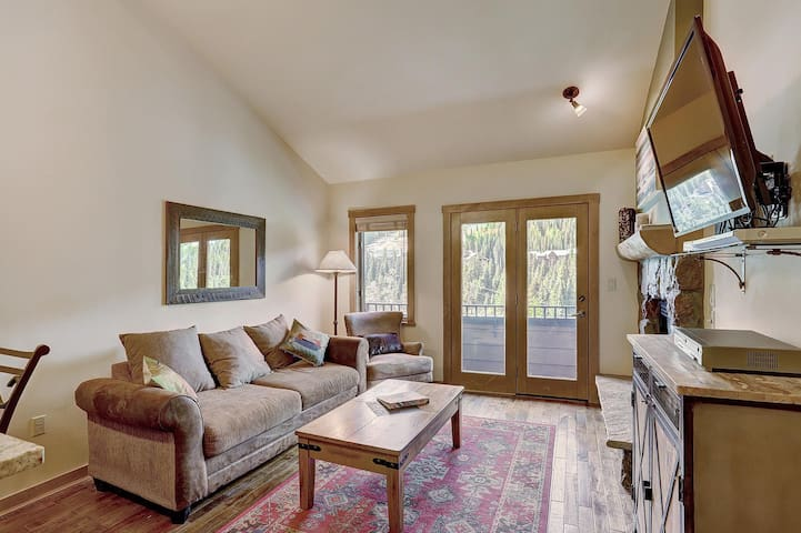 Living Room with view of Keystone Mountain