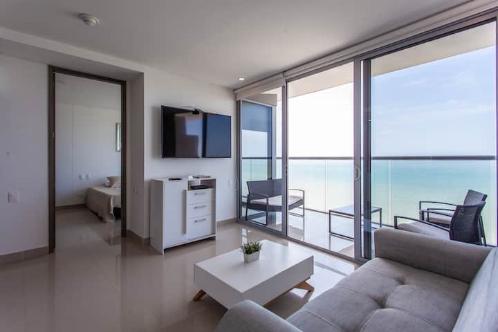 Beachfront Luxury Condo in 25th Floor -Morros City
