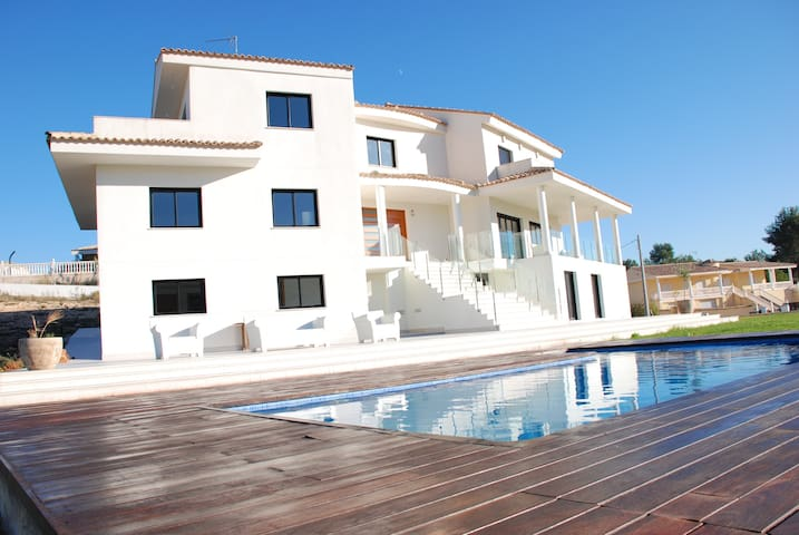 Modern Luxury Villa - Amazing Views - Alberic - Casa de camp