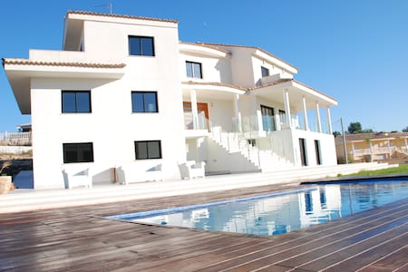 Modern Luxury Villa - Amazing Views - Alberic