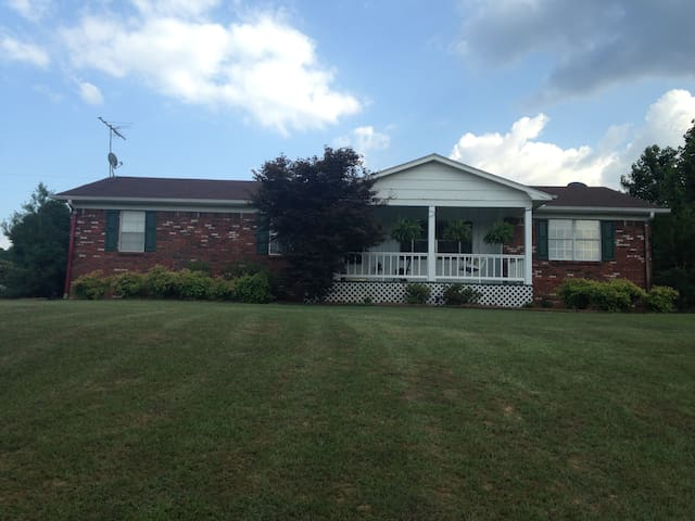 Quiet Stay 15-20 min. from Ole Miss Campus - Lafayette County - Casa