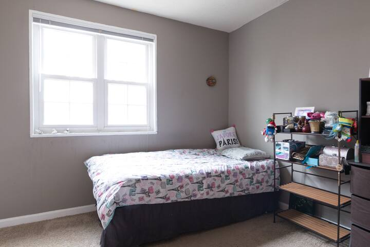 Private and Cozy bedroom in Falls Church, VA