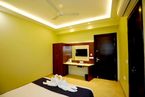 Luxurious Deluxe Rooms with breakfast