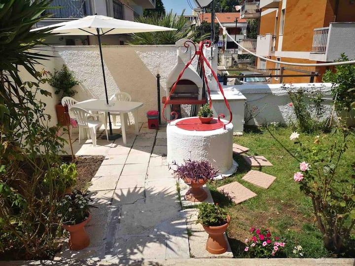 Casa con giardino esclusivo a 50 m dal mare